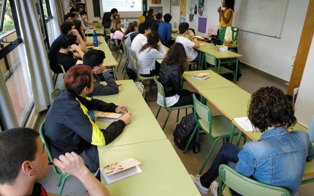 Más de 60 estudiantes del Centre de FP La Safor se forman sobre la realidad de pobreza