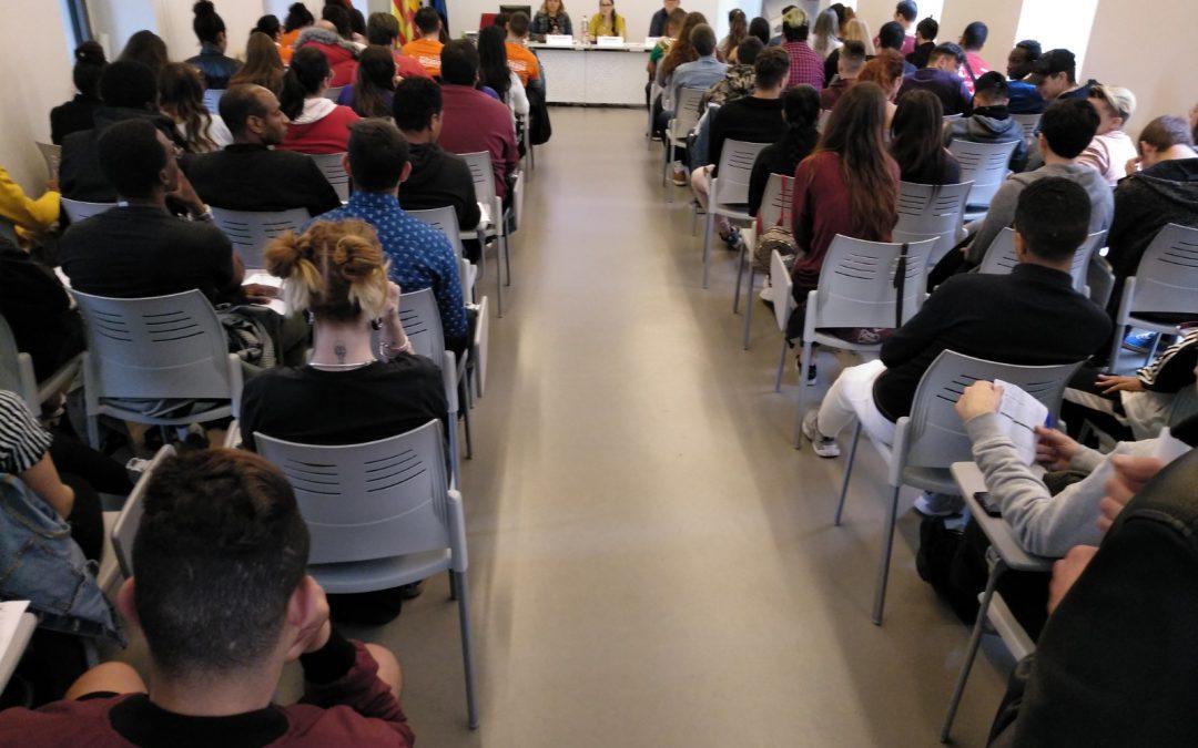 Un centenar de jóvenes participantes en programas sociales presentan sus propuestas políticas para la emancipación juvenil